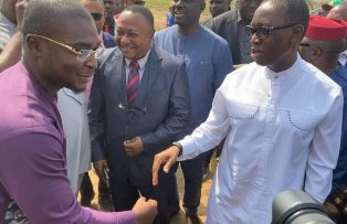 Delta State Governor, Senator Ifeanyi Okowa (right) receiving compliments from the founder Oghenero Alakpodia Foundation, Mr. Oghenero Alakpodia (l) during the commissioning of projects in Delta State University, Oleh Campus, as DELSU VC, Professor Andy Egwunyenga (m) looks on.